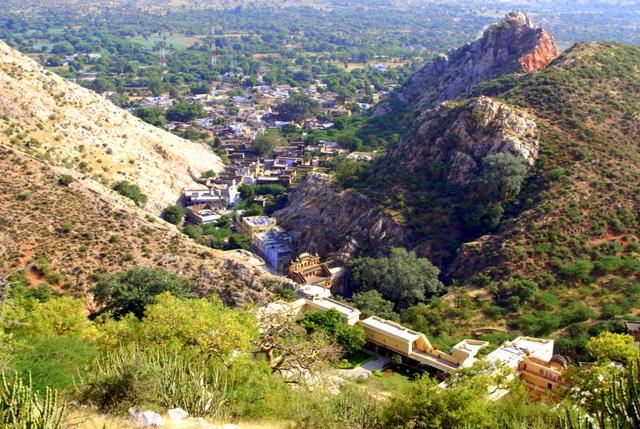 Вид сверху на городок Самод