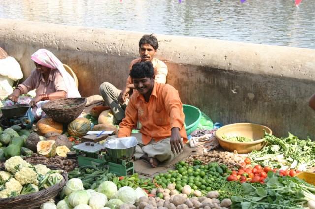 Продавец овощей на Радха-кунде