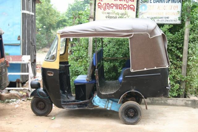 Аналог российской маршрутки - индийская мото-рикша
