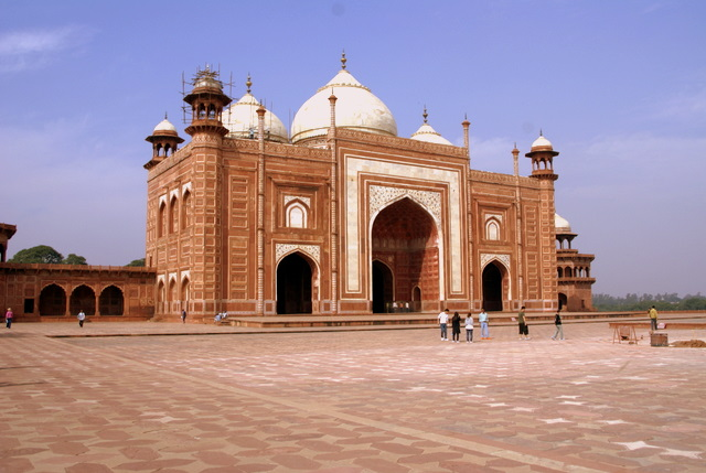 Мечеть из красного песчаника
