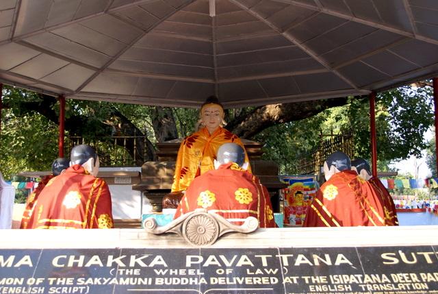 Будда в состоянии нирваны читает проповедь