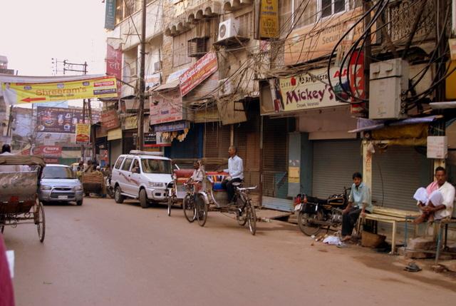 Улицы наполняются машинами