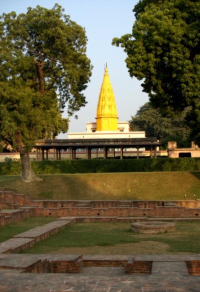 На развалинах строят новые храмы