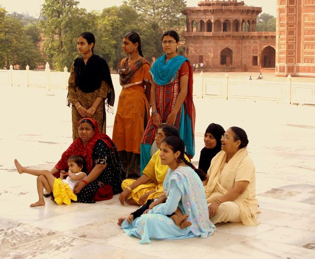 Искусству облачаться в сари девочек учат с 12 лет