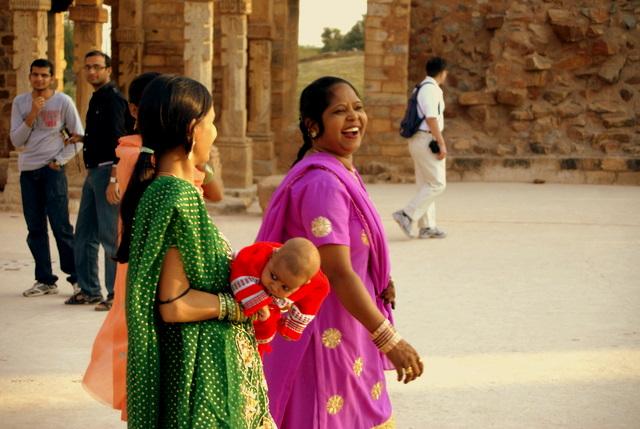 Женщина с малышом