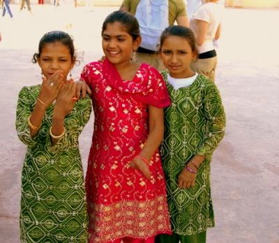 Девочки носят сальвар-камиз