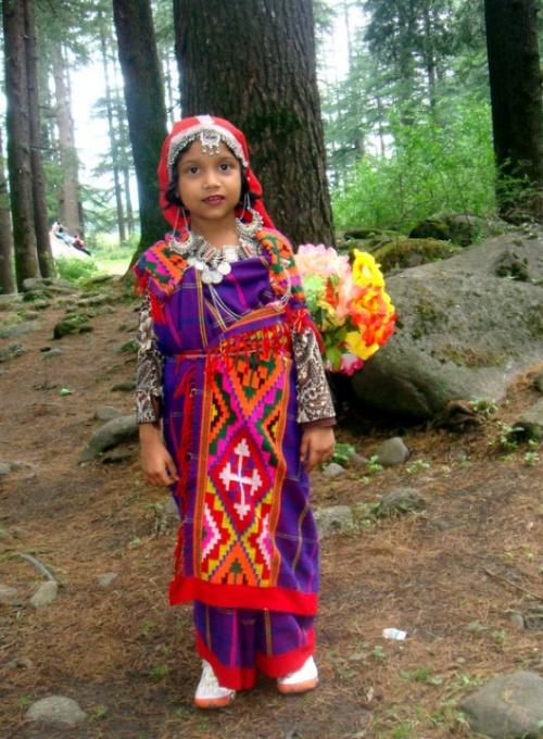 Девочка в традиционном наряде Манали