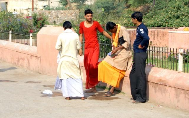 Джентельмены вымыли ноги