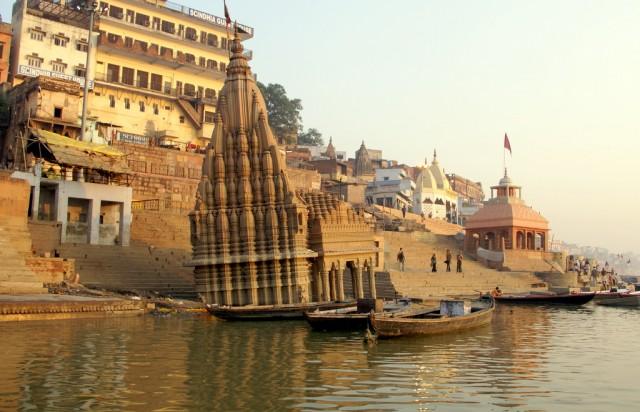 Храм со святилищем погружен в воду