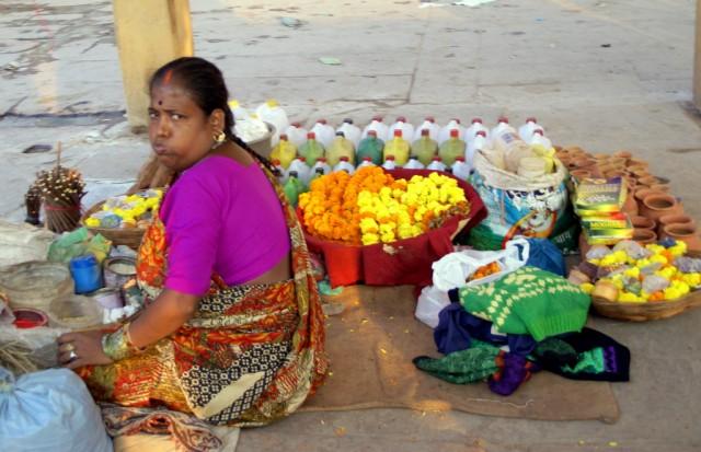 Продавщица цветов и диясов