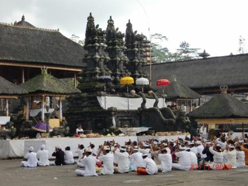 Церемония в Besakih