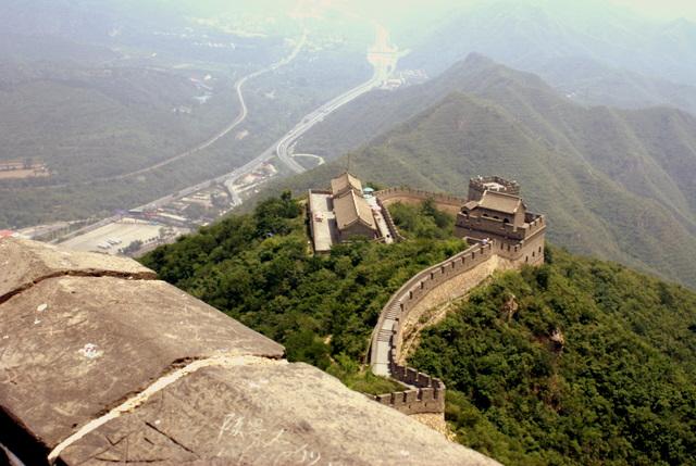 Семь участков каменной лестницы разделены сторожевыми башнями