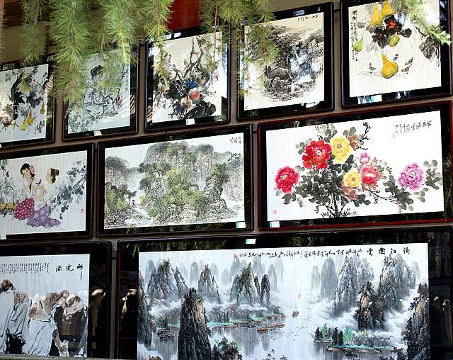 Мотивы природы на картинах связаны с китайской символикой