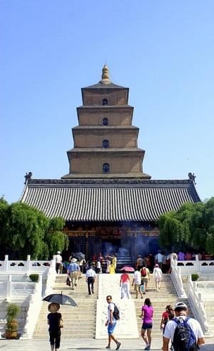 В буддизме существует обычай возжигать перед статуей Будды благовония