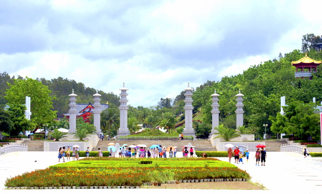Здесь собраны памятники буддизма