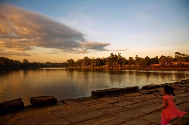 Мостовая у входа в центральный храм Ангкора