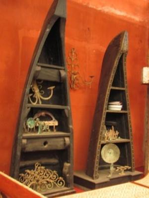 шкафы в виде носов лодок