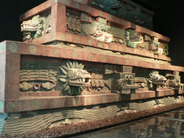 стены Теотиуакан в музее антропологии