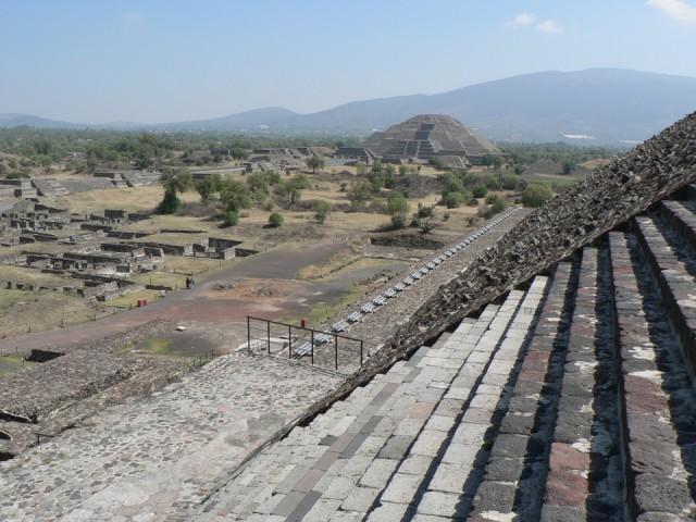 Вид на храм Луны