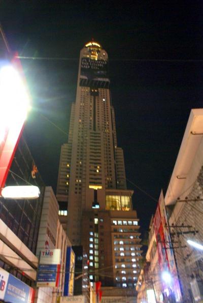 Символ города в ночном небе