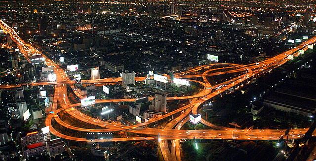 Вечерняя панорама города с верхней площадки