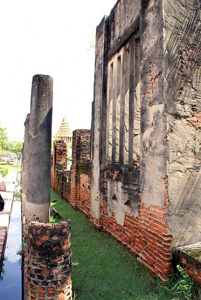 Развалины древних сооружений