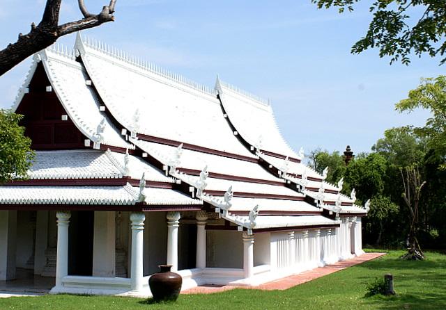 Белоснежные крыши  храмов