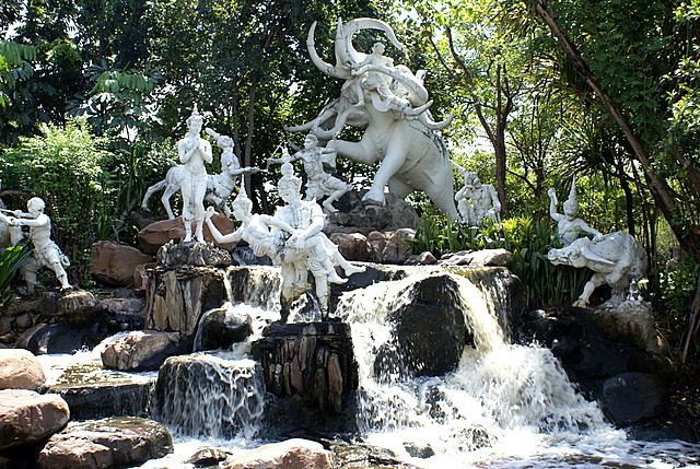 Скульптуры из тайских сказок