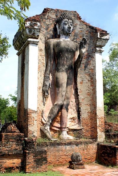 Изображения Будды Учителя. Левая рука поднята в жесте благословения, правая опущена вдоль тела