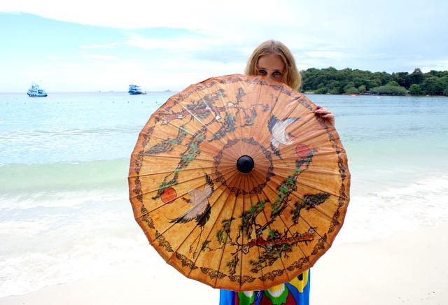 Этот зонтик уедет в далекую северную страну и будет напоминать о стране, в которой всегда светит солнце