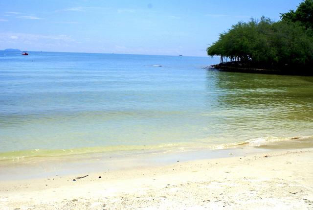 Спокойное море и чистое небо