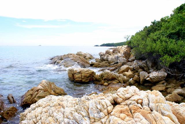 Море и ветер в течение веков создавали здесь каменный интерьер