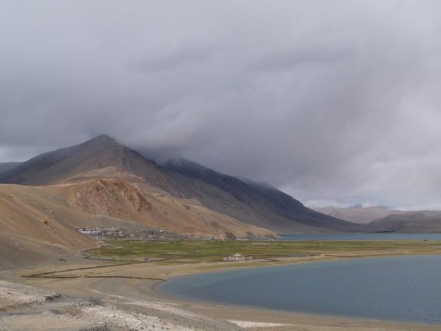 Вид на деревню Корзок от медитационного центра. Фотография badguest