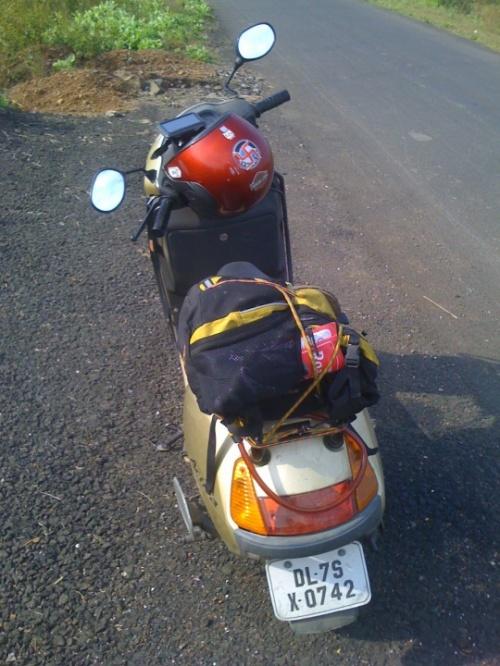 Сейчас этот скутер находится в Ашвеме, сев. Гоа. Он будет передан школе вождения байков в день моего вылета домой.