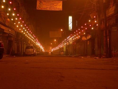 мейн базар - ночью будет так, но без фонариков