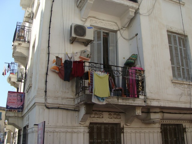 Если внимательно присмотреться,то можно увидеть,что у хозяина квартиры есть всё для маленьких радостей жизни...