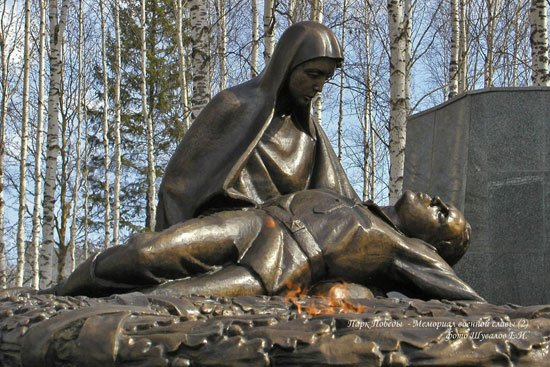 Памятник в парке победы