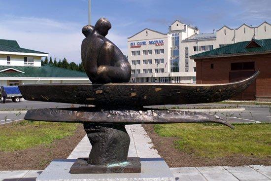 Памятник на биатлонном центре