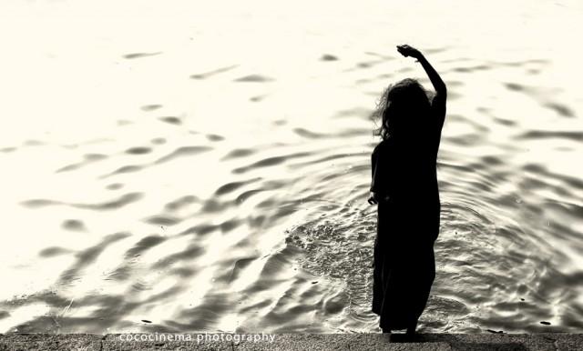 Девочка и священная вода.  (тоже для чакр)  из Чидамбарама.