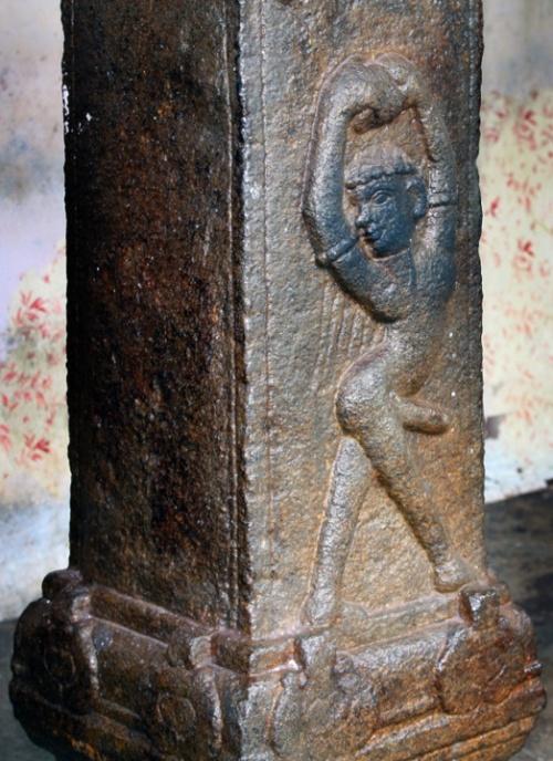 Барельефы колонн храма Джанардхана