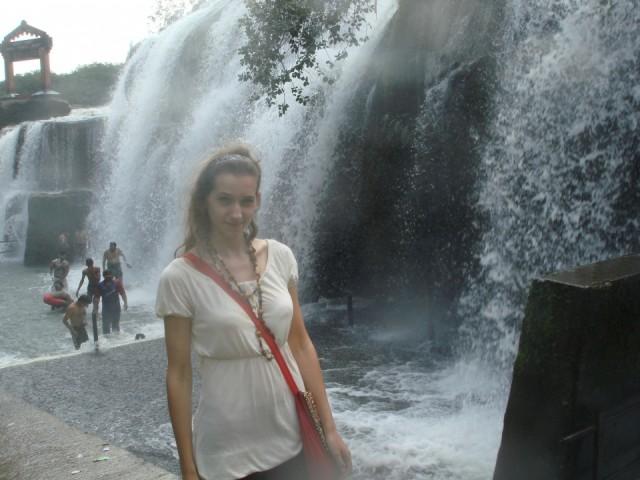 уже и без купания вся мокрая )))