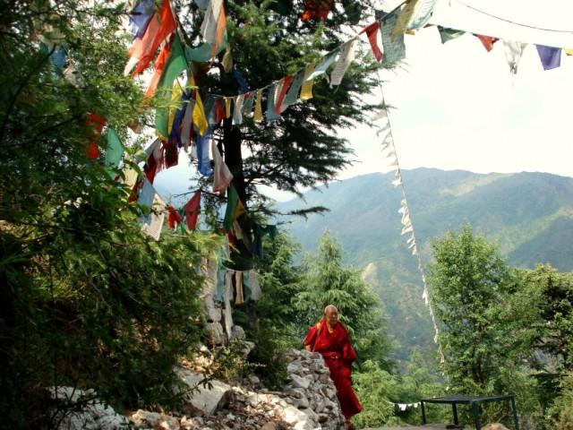 Дорогой вокруг храма (тропа вокруг монастыря Намгьял)