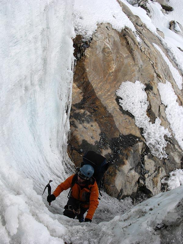 Первая стенка в ледопаде  пер. Ампхулабса