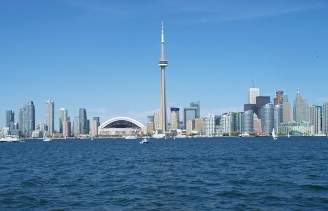 Вид на город с озера Онтарио