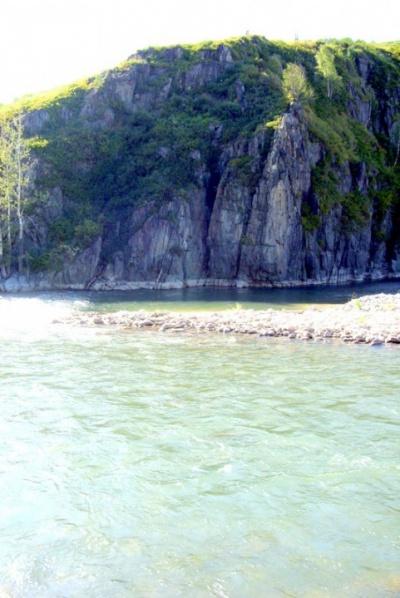 Река подгрызает берега