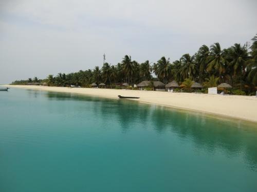 пляж- на острове ни одного гостя