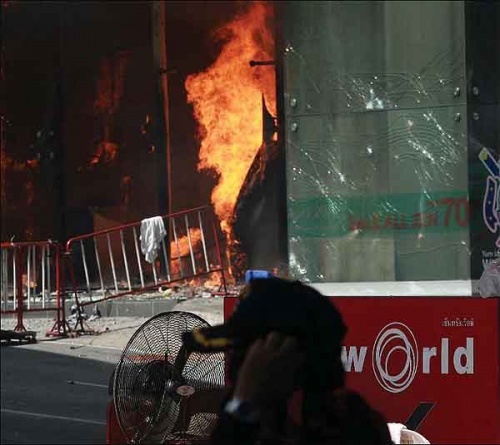 Fire tears through the ground fl oor of the CentralWorld shopping centre before engulfi ng other parts of the building