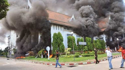 Enraged red shirt protesters in Mukdahan province burn the city hall building