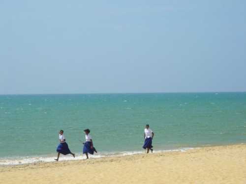 ..просто школьницы, пляж Талавилы (Калпития)