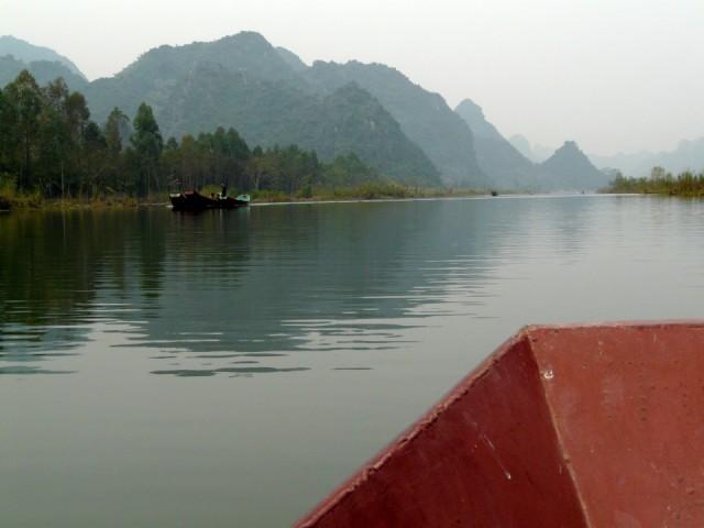 Хотя, если очень устали после перелета, то можно второй день потратить на Perfume Pagoda. Туда и обратно на лодке, как раз с утра до вечера.